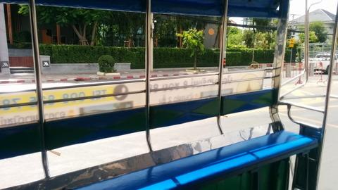 Songthaew_transportation_04