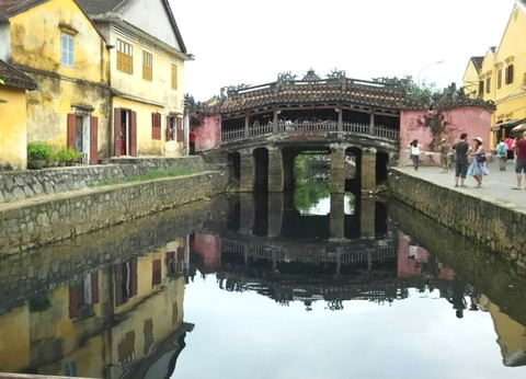 Japanese covered bridge in Hoi An_01