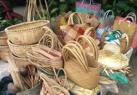 Hoi An market_11_outside shop