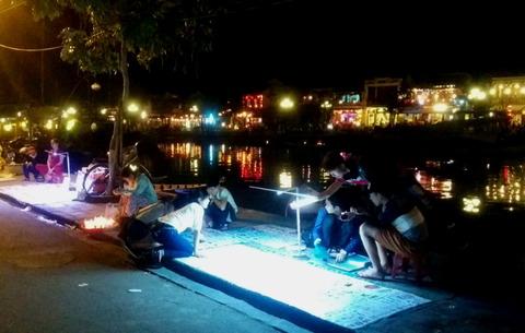 Hoi An Town_night market_tatoo shop