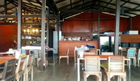 Beachside restaurant_02