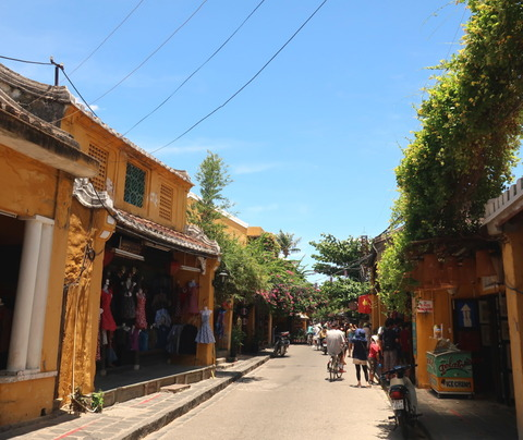 Hoi An Town_yellow wall