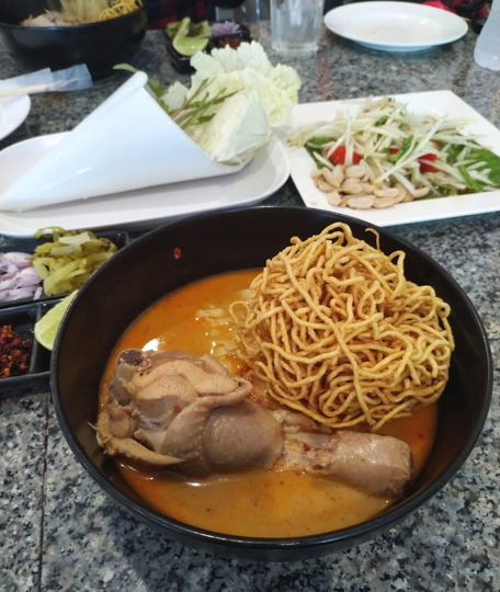 201911_Chiang Mai_Khao soi_Thai curried noodle soup_D2-3-1