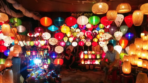 Hoi An Town_lantern shops_06