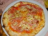 HORNのピザ