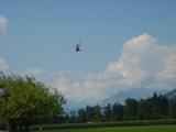 ヘリコプターにて