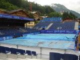 雨のテニス会場