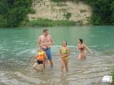 川から上がってくる皆