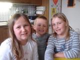 3人姉妹弟