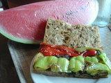サンドイッチとスイカ