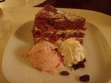 デザートはケーキとアイス