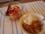 カレーライスとトマトサラダ