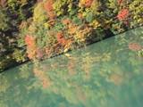 ダム湖は鏡。
