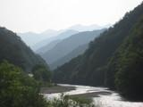 朝の遠山川