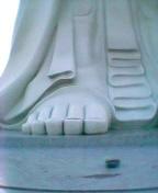 デカ大仏の足