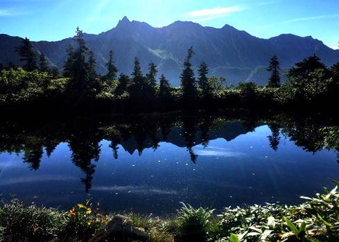槍が岳を写す鏡池