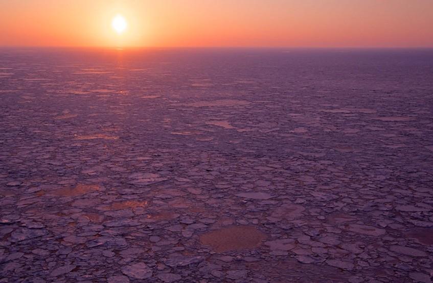 知床半島の流氷《美しい日本の風景》