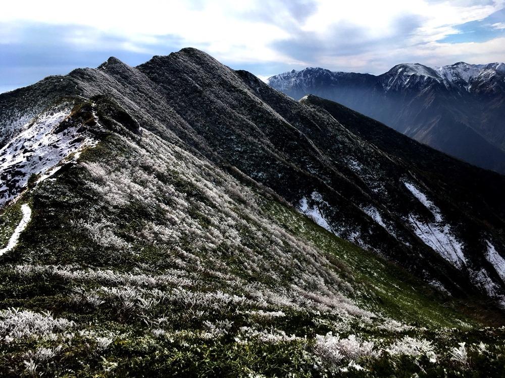 氷はじめの谷川朝日岳