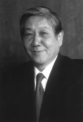 川西龍彌白黒