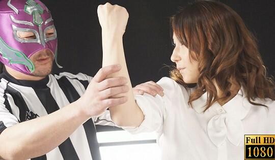 遊び心満載、人気アダルト女優たちの腕相撲大会!