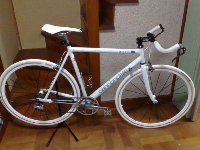 白いロードバイク