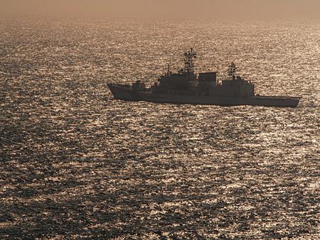 沖に浮かぶ巡視艇