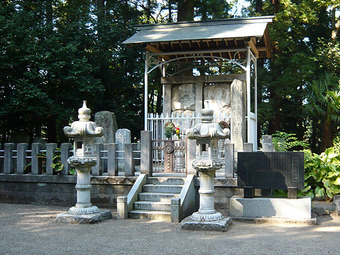 佐藤継信と忠信の墓