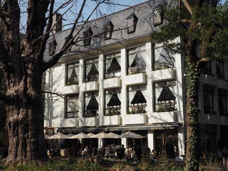 明治36年創業の洋風レストラン松本楼
