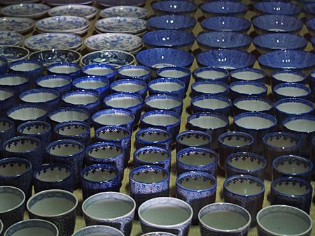 びっしり並んだ食器類