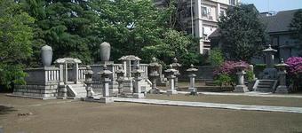 高松藩松平家の墓