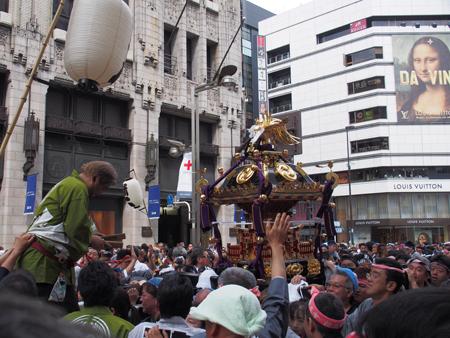 新宿一丁目の神輿