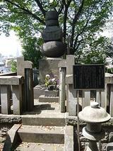 岡崎信康の供養塔
