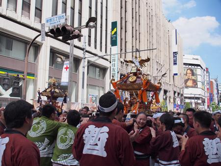 新宿二丁目の神輿