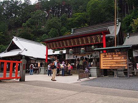 太平山神社の社殿と社務所