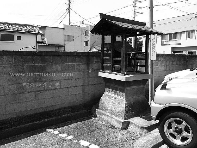 110808甲府市内稲荷社1