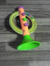 おもちゃのラッパ