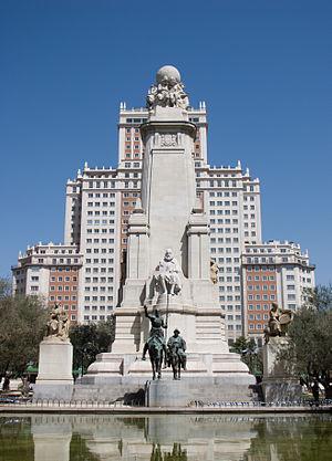 300px-Monumento_a_Miguel_de_Cervantes_-_03