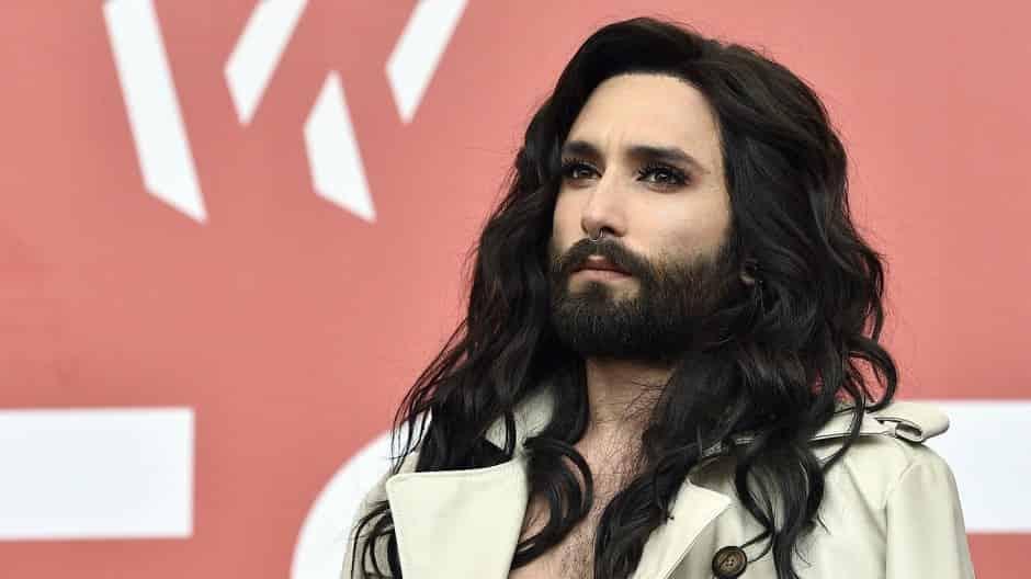 ユーロビジョン優勝者「ひげ面の女装歌手」がHIV公表 C・ウルストさん、元恋人から脅迫受け