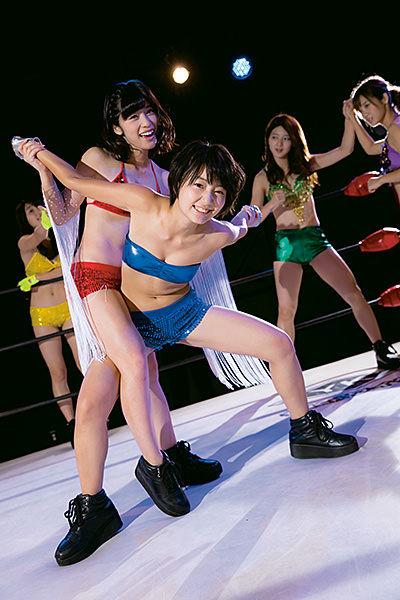 ヤングガンガングラビアでリング上で際どい水着姿で関節技を掛けられる新井愛瞳があまりにもエロすぎてけしからんとワイ激怒のお知らせ