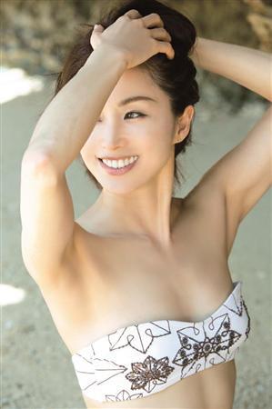 45歳のりピー(酒井法子)、20年ぶり写真集で水着!「感謝しています」