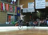 サイクルフィギュア ペアの華麗でアクロバティックな演技