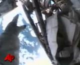 宇宙飛行士が宇宙空間で工具入れを紛失した瞬間と