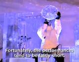 氷の洞窟の中で行われた氷楽器のコンサート