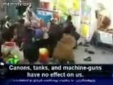 イランの小学校でブッシュにクツを投げまくるイベントが行われる
