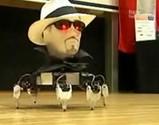 踊る謎の生首ロボット