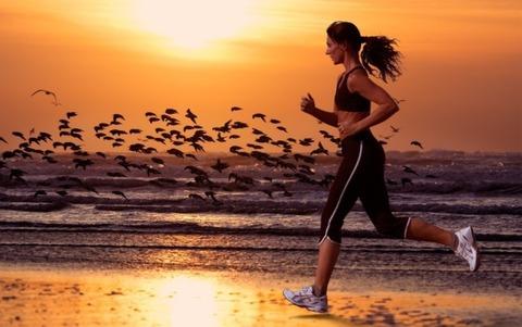 lady_running_beach