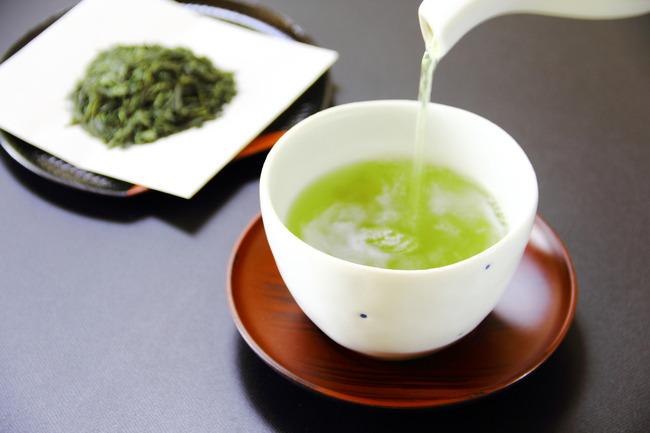お茶屋さん「バラエティー番組で、お祝いのお返しに緑茶は駄目で紅茶はOKというマナーが出ていたけど…」