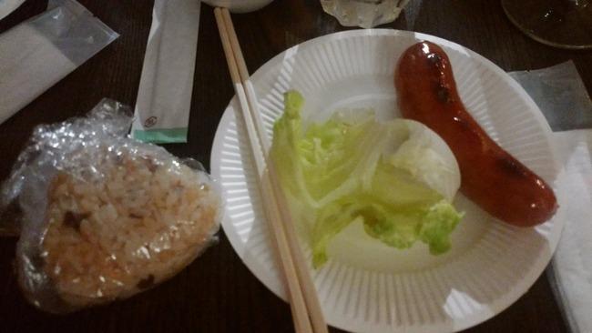 【悲報】婚活パーティーで出された食事がこちら・・・