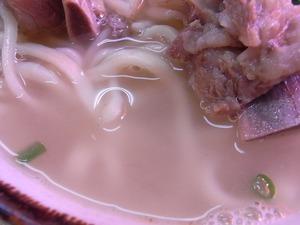 ソーキそばのスープアップ