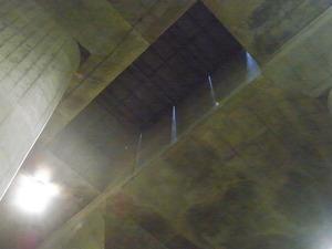 首都圏外郭放水路庄和排水機場 地底探検ミュージアム龍Q館 地下回廊重機用開口